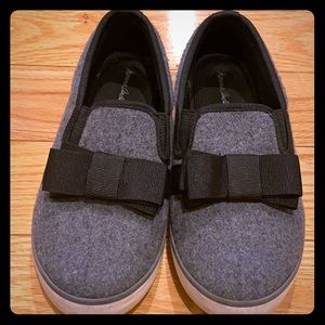 Hanna Andersson Gray Flannel Slip On Shoes w/Bow